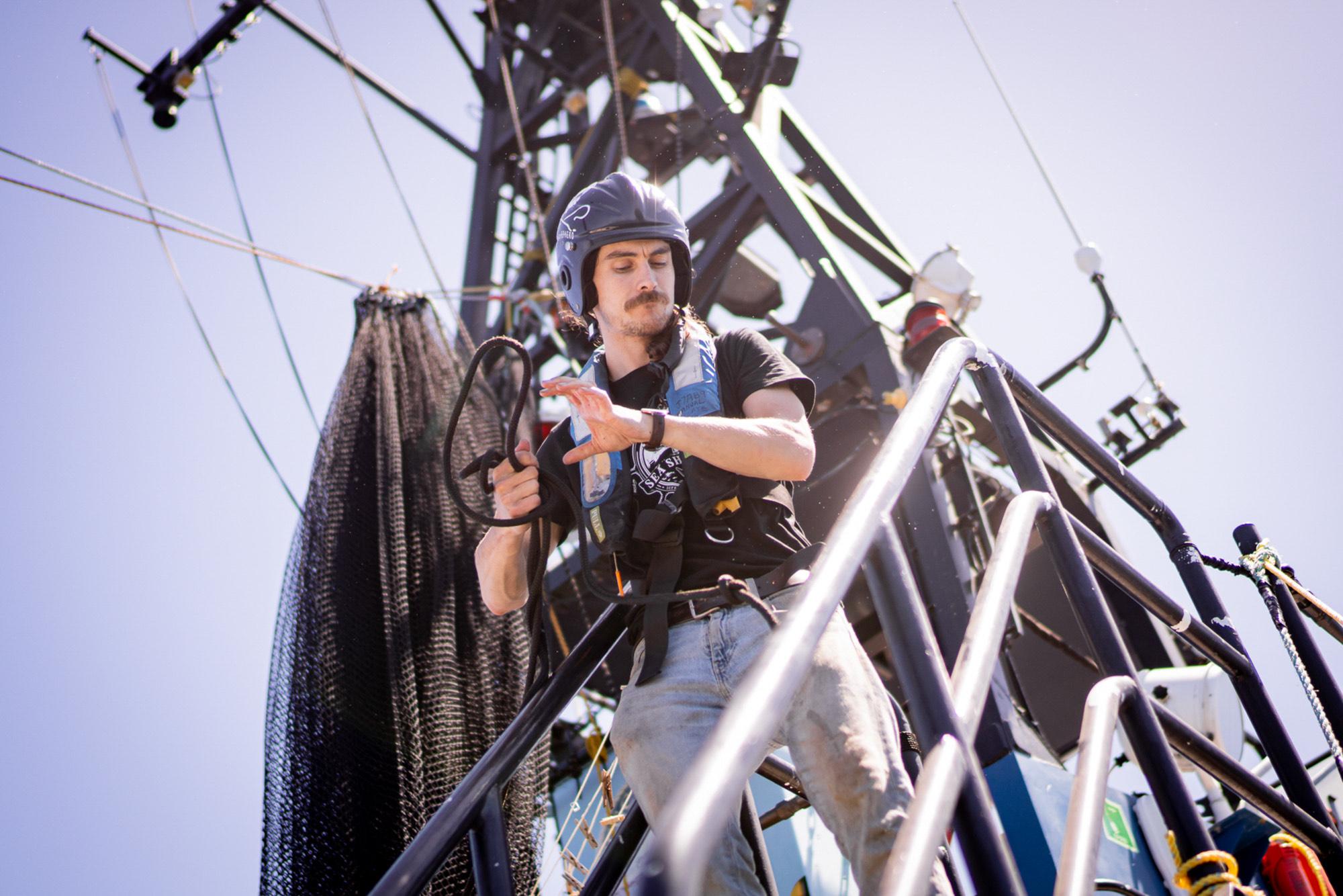 sea-shepherd-deckhand-rope SEA SHEPHERD