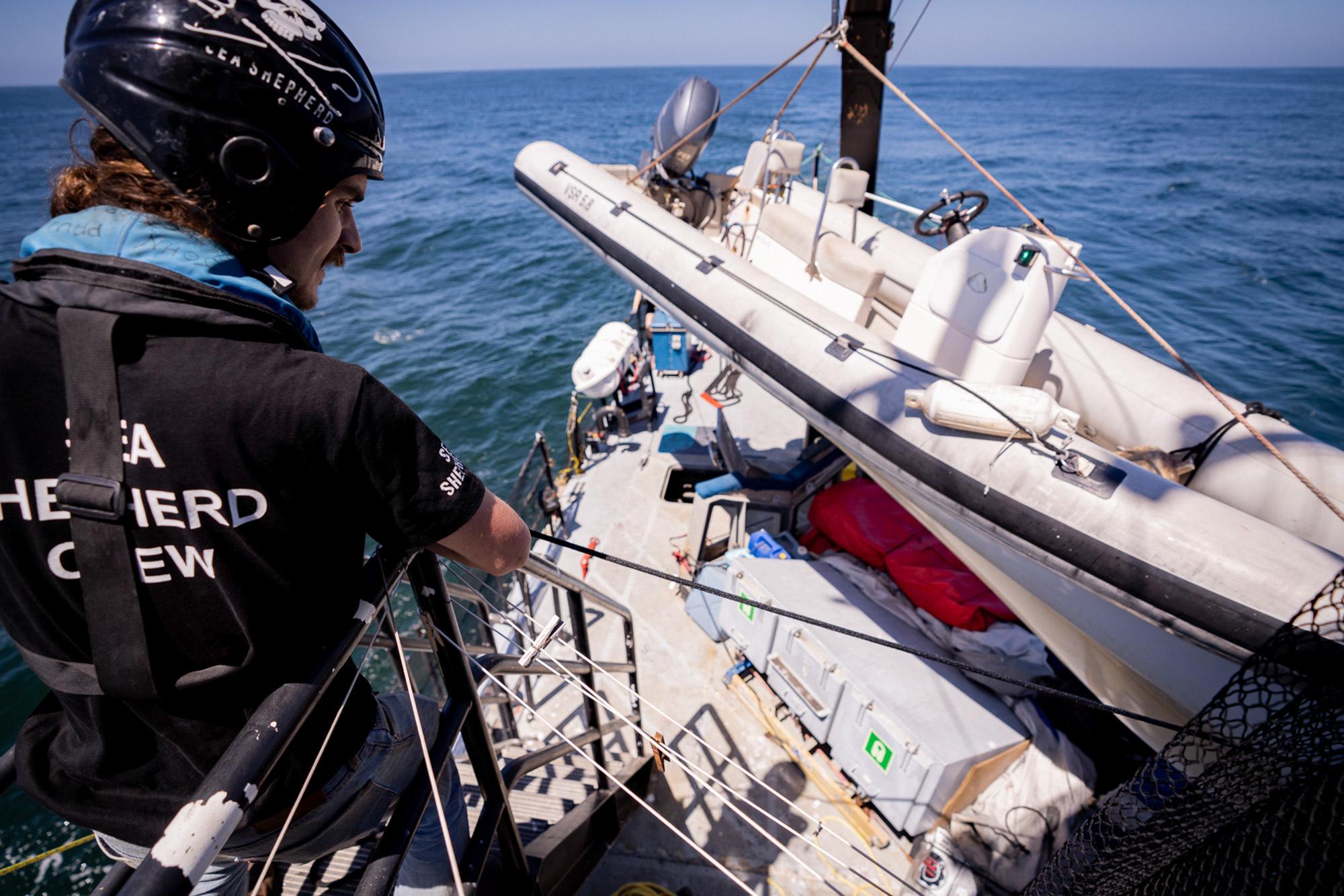 sea-shepherd-deckhand-working-line SEA SHEPHERD